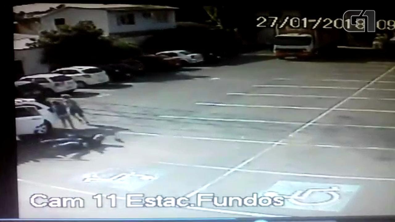 Vídeo mostra assalto que terminou com policial civil morto em Porto Alegre