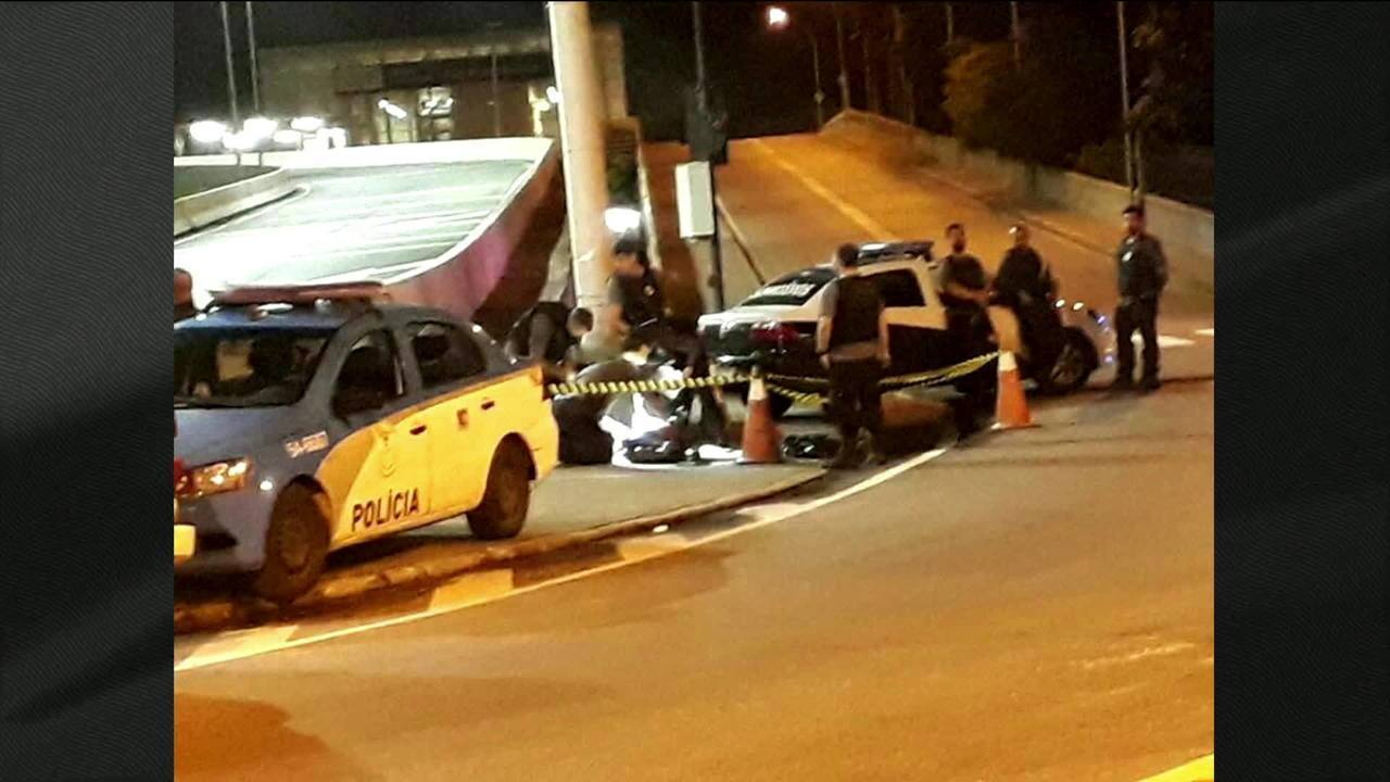Mulher é presa em flagrante com corpo de marido em mala no Rio de Janeiro