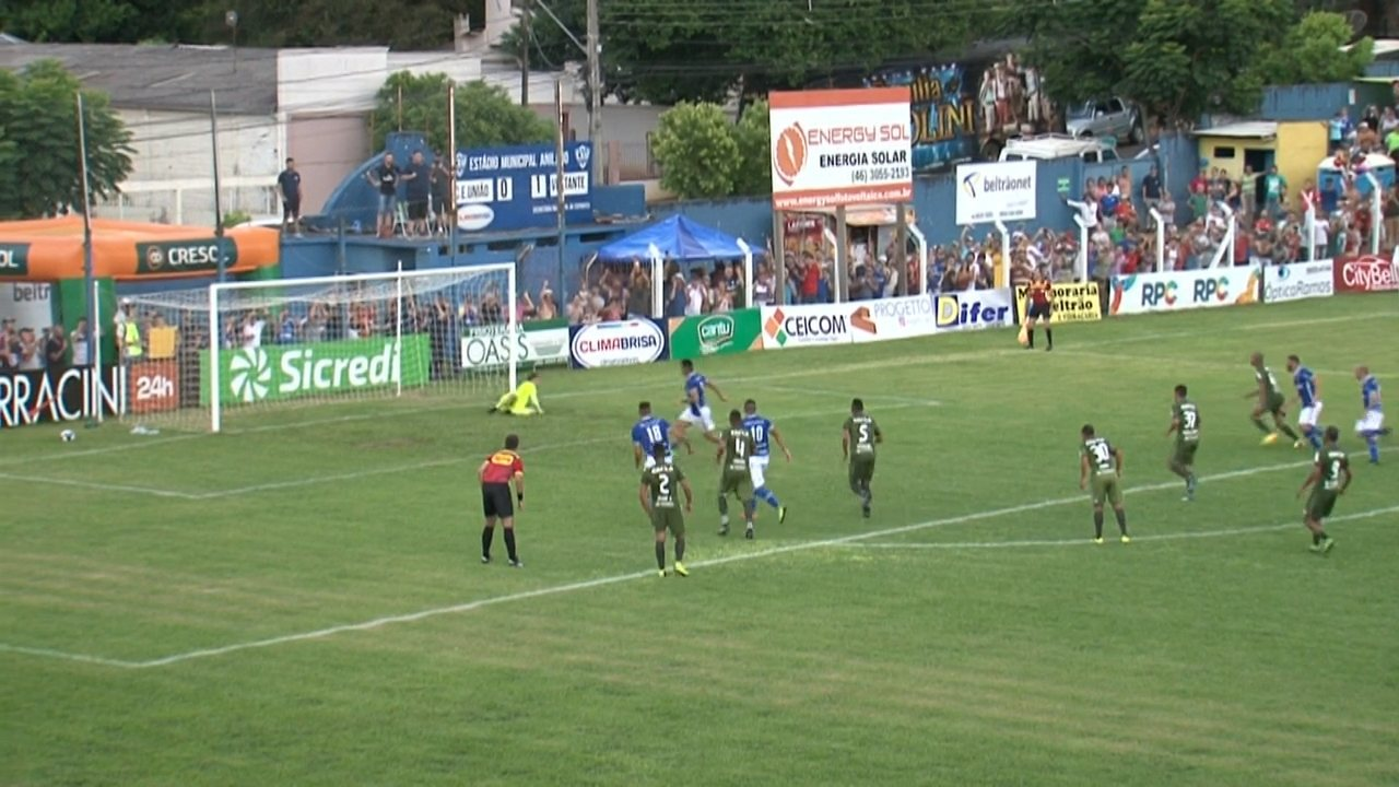 Lucas Vieira bate o pênalti e o goleiro Wilson faz a defesa!