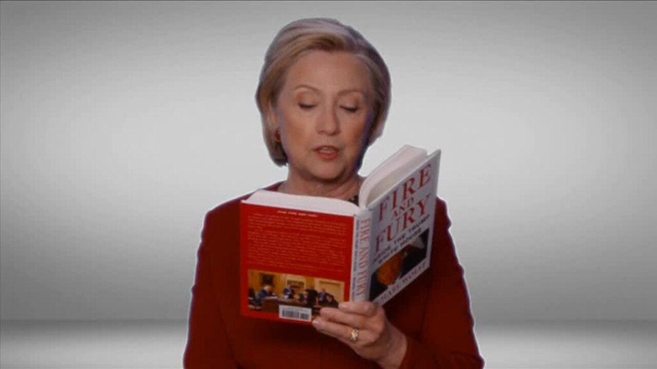 Hillary Clinton aparece lendo 'Fire and fury', livro que critica Trump, durante o Grammy