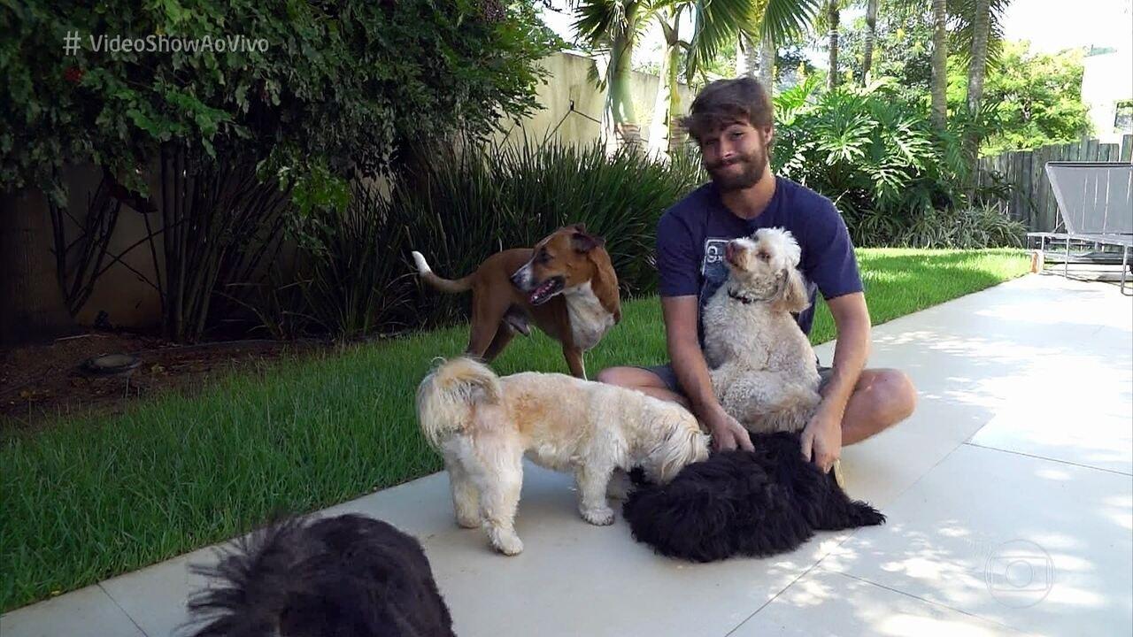 Rafael Vitti apresenta os 'filhos pets' que tem com Tatá Werneck