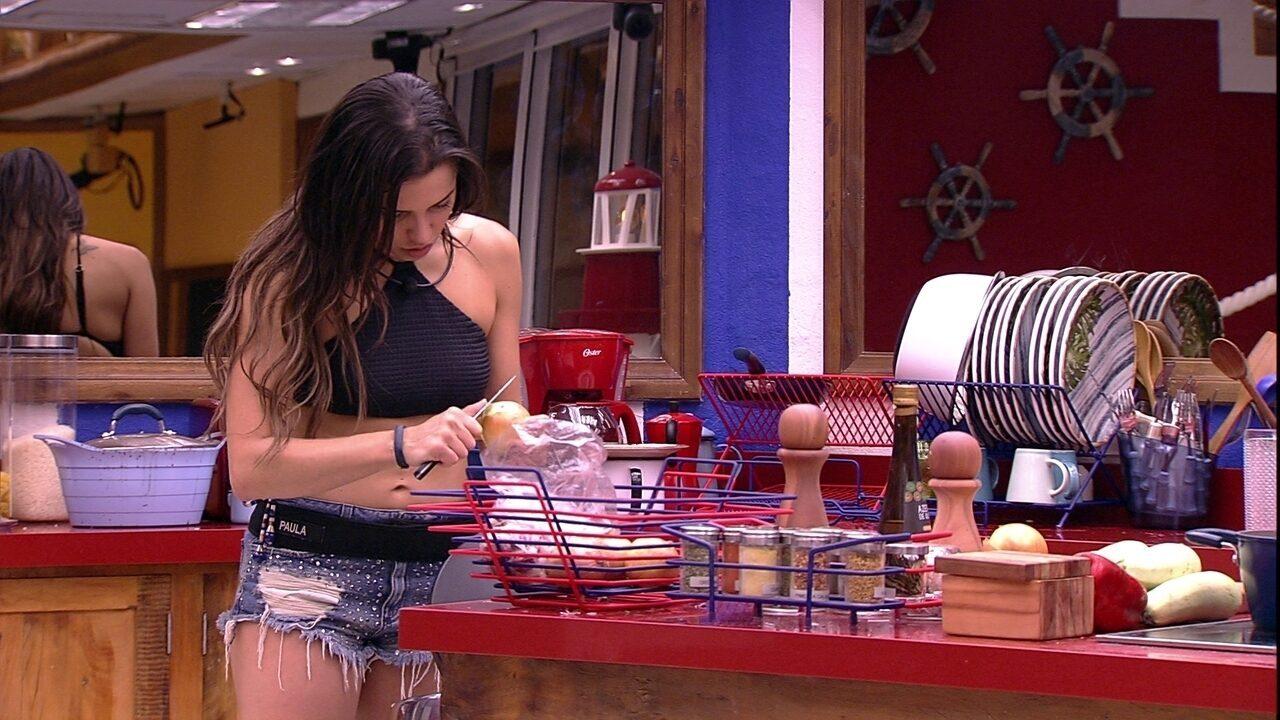 Caruso e Paula preparam algo para comer