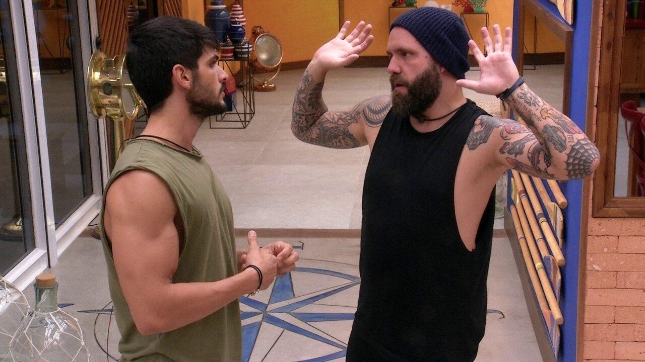 Lucas questiona se Caruso está chateado