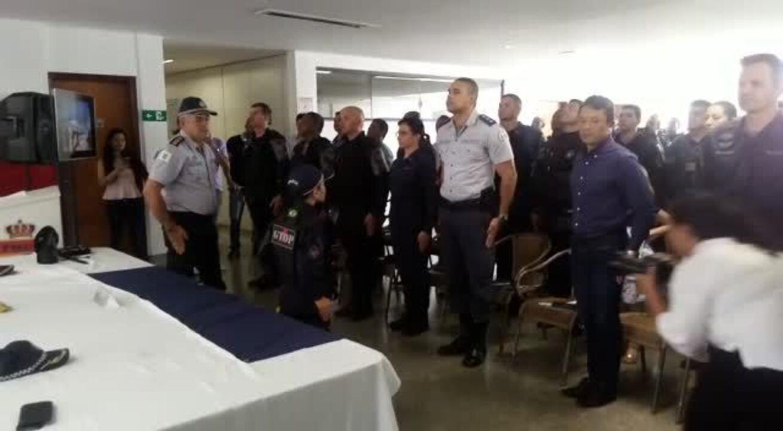 Policiais homenageiam criança 'detida' com arma de pressão no DF