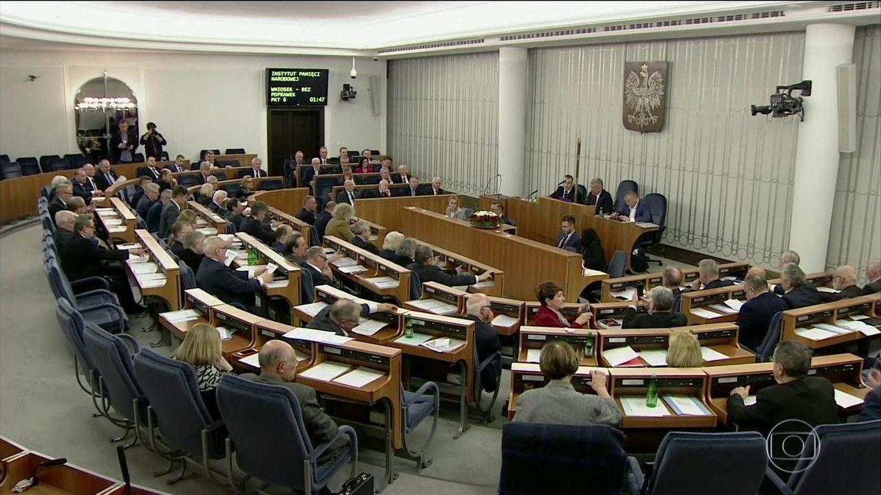 Senado da Polônia aprova lei polêmica sobre Holocausto