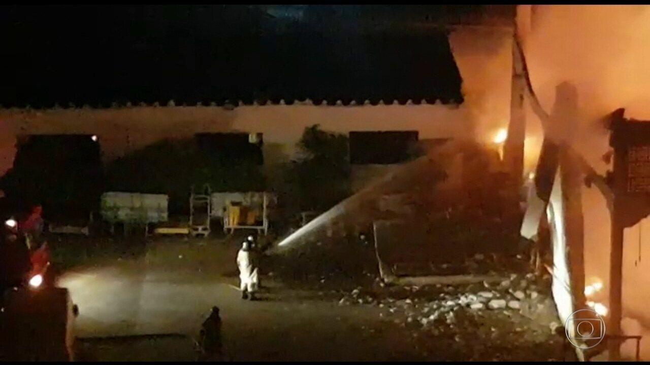 Incêndio destrói centro de distribuição dos Correios na Zona Oeste do Rio