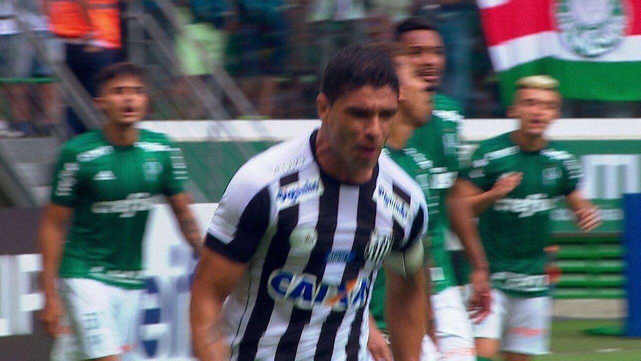 Gol de Renato para o Santos gera dúvida sobre a bola ter saído