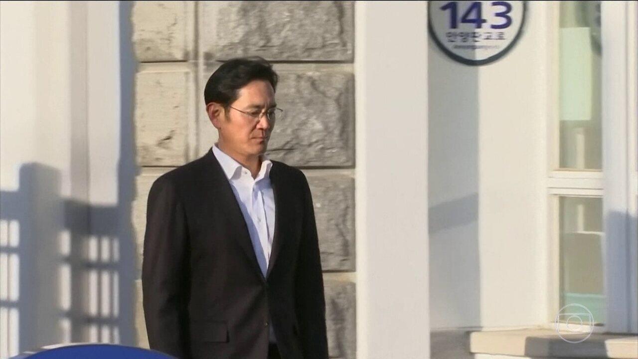 Justiça sul-coreana suspende prisão de herdeiro da Samsung