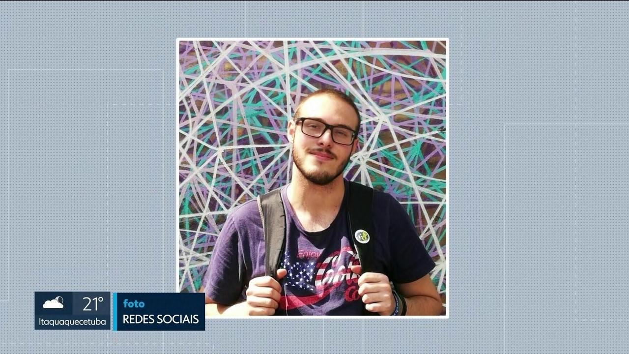 Estudante universitário é eletrocutado em um poste de sinalização