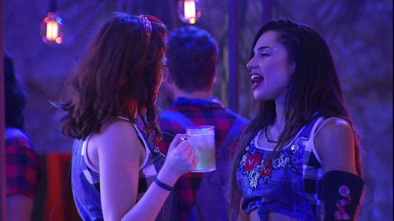 Ana Clara diz que Paula é linda e a mineira rebate: 'Não beijo ninguém'