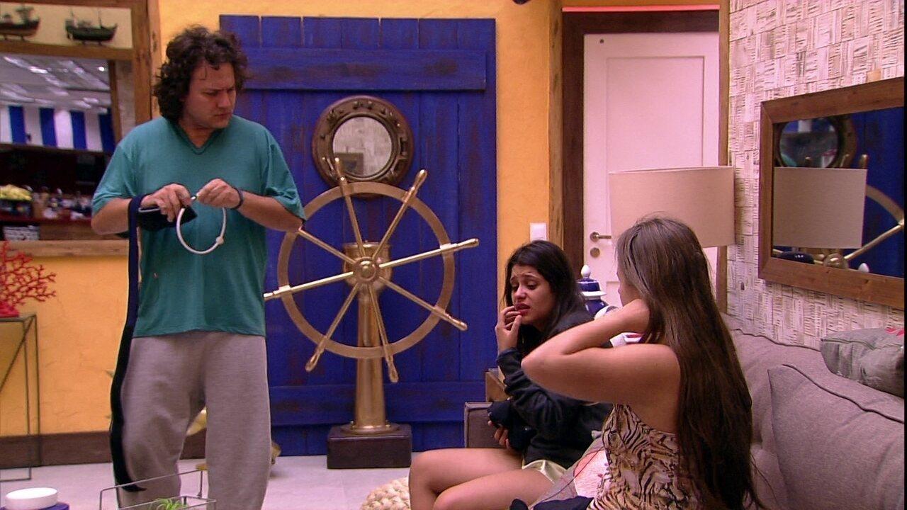 Ana Paula conversa com Diego e Patrícia na casa