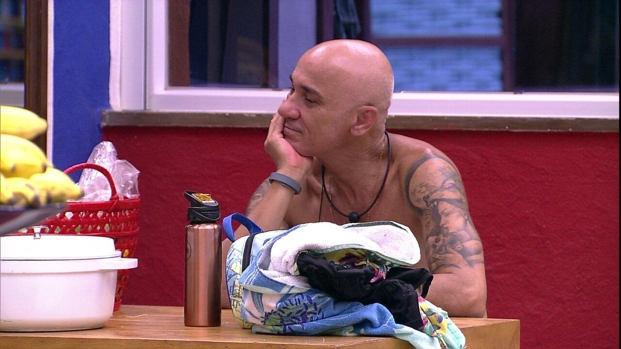 Ayrton tenta confundir Gleici: 'E se eu tiver um irmão gêmeo?'