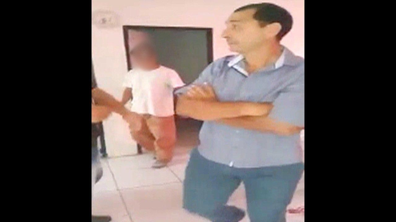 Funcionário da prefeitura agride morador de casa popular em Taubaté em ação de despejo