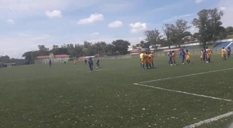 Estevão Willian também cobra faltas pelo Cruzeiro