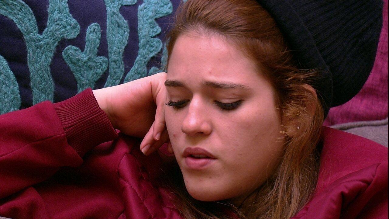 Ana Clara desabafa com Paula: 'Muito ruim estar aqui com meu pai'