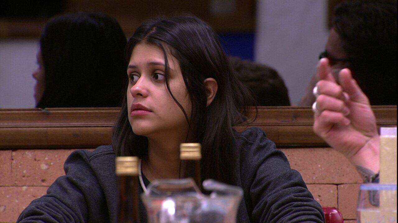 Ana Paula fala de Ayrton e Diego cutuca a sister ao vê-lo passar