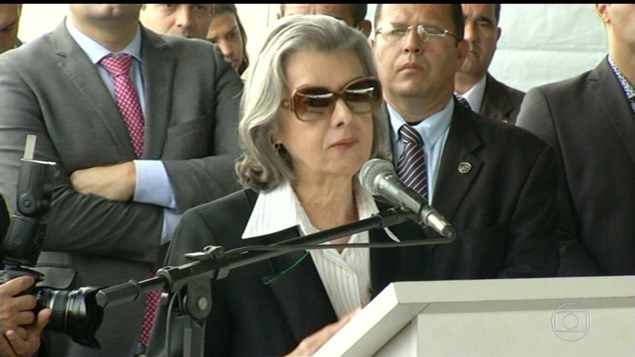 'Judiciário tem débito com a sociedade', diz Cármen Lúcia