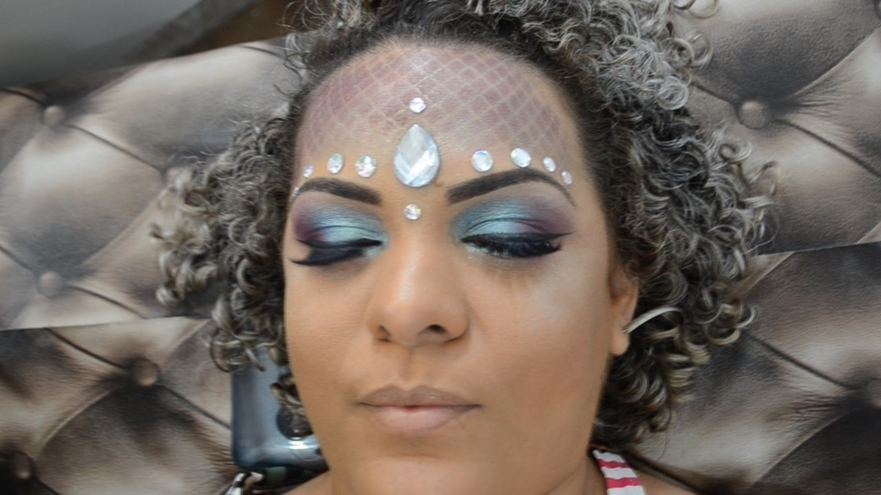 Veja como fazer uma maquiagem perfeita para o Carnaval 2018