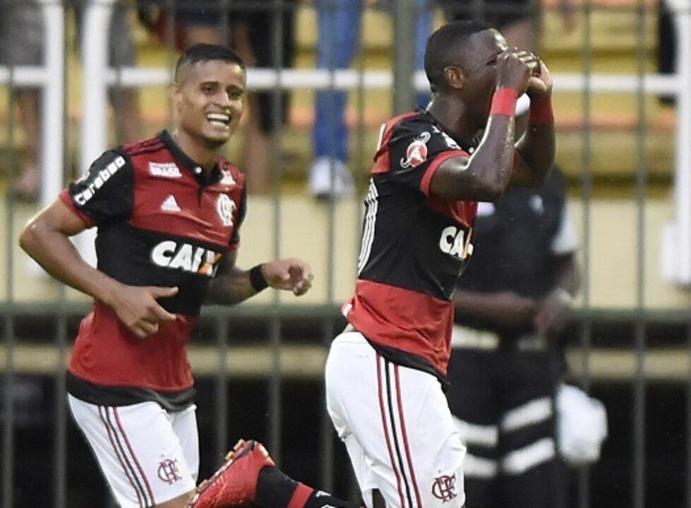 Gol do Flamengo! Vinícius Jr. bate colocado, no ângulo, e amplia aos 48 do 2º tempo