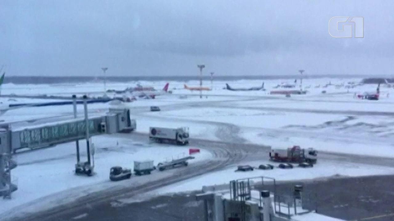 Avião com 71 passageiros cai em Moscou