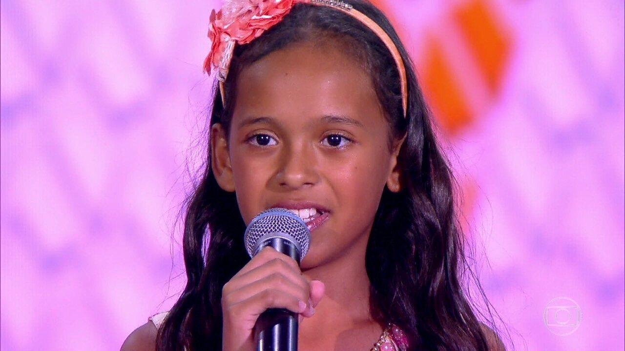 Izabela Góis canta 'As Quatro Estações'