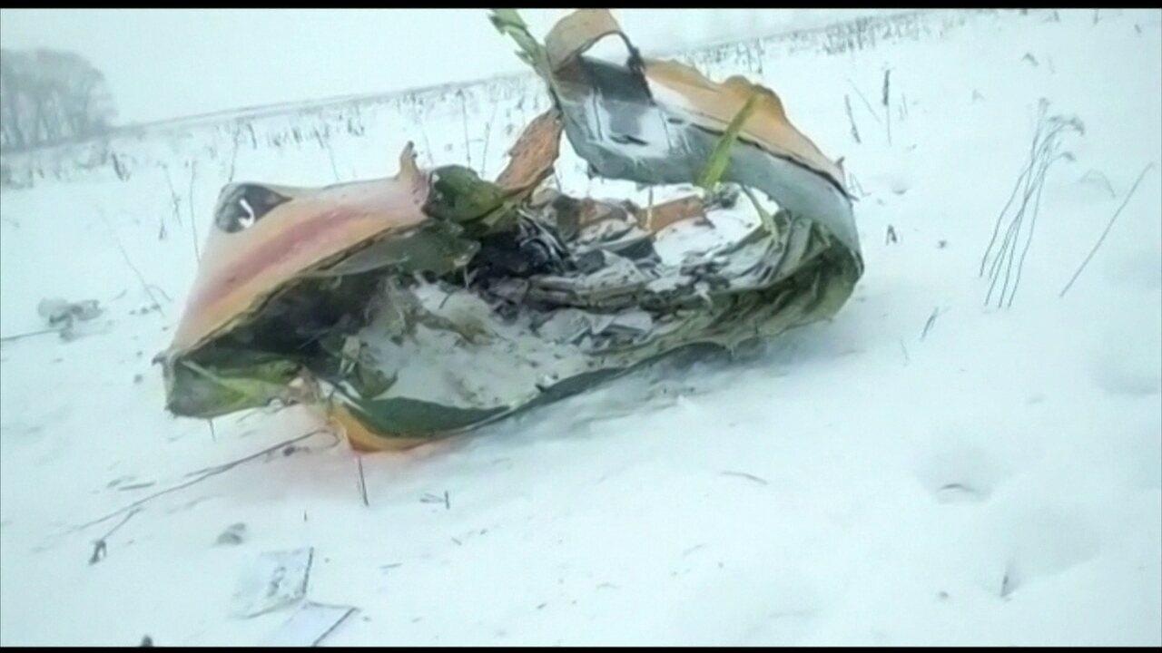 Autoridades russas abrem investigação para descobrir causa de queda de avião