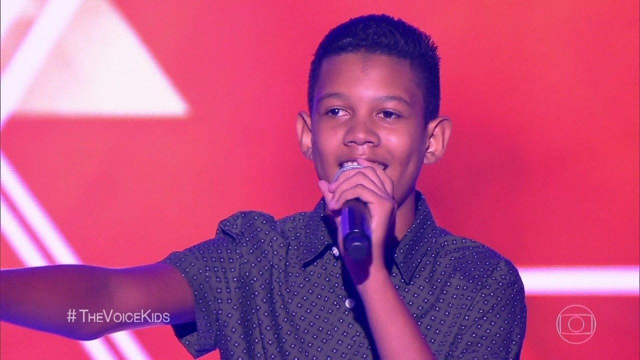 Eliminado do The Voice Kids fala sobre bullying e comove a internet