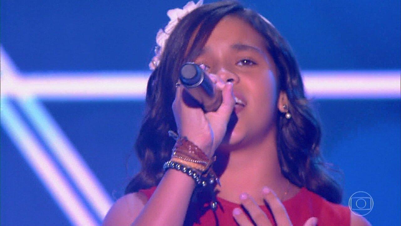 Rebeca Marques com muita emoção canta 'Romaria'