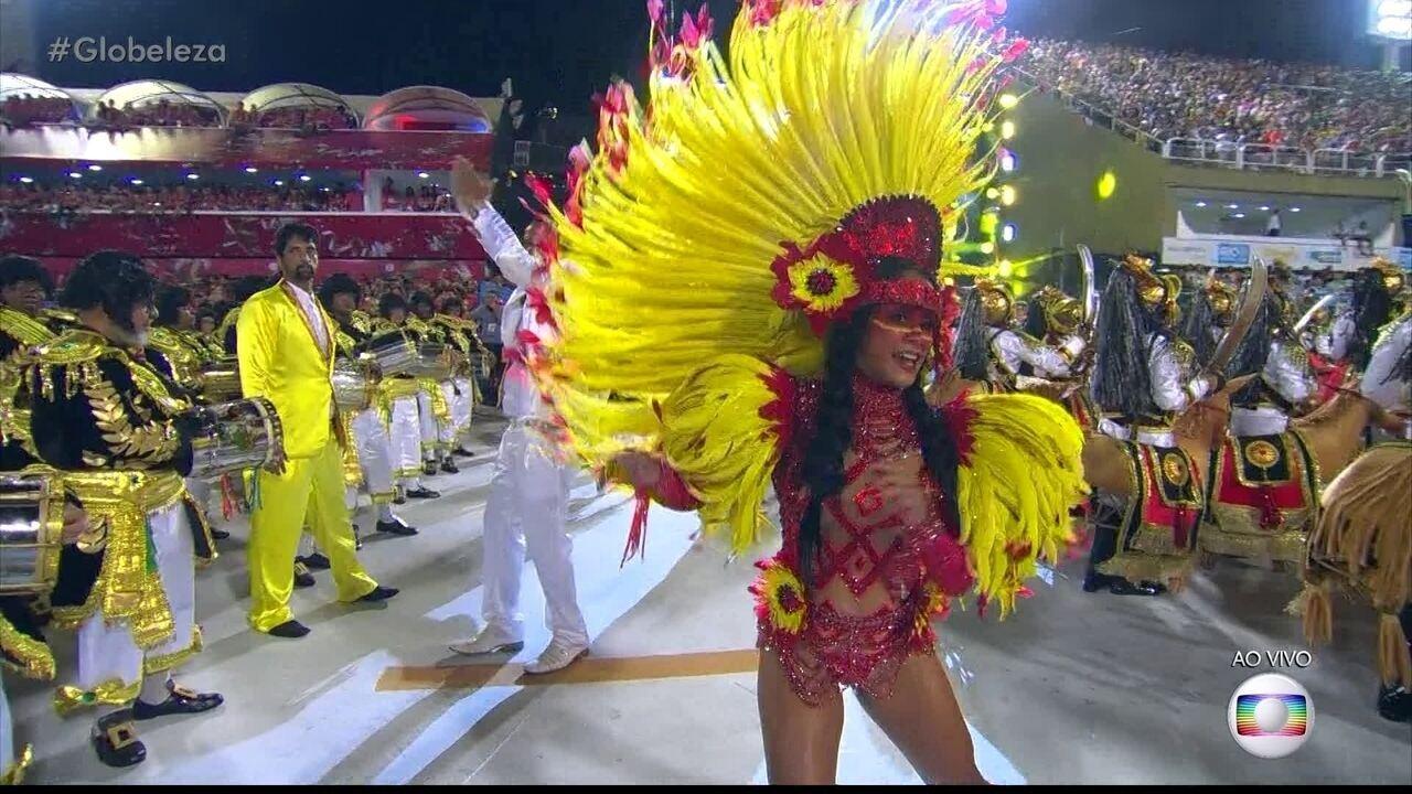 Raphaela Gomes reina na São Clemente representando a índia Iracema
