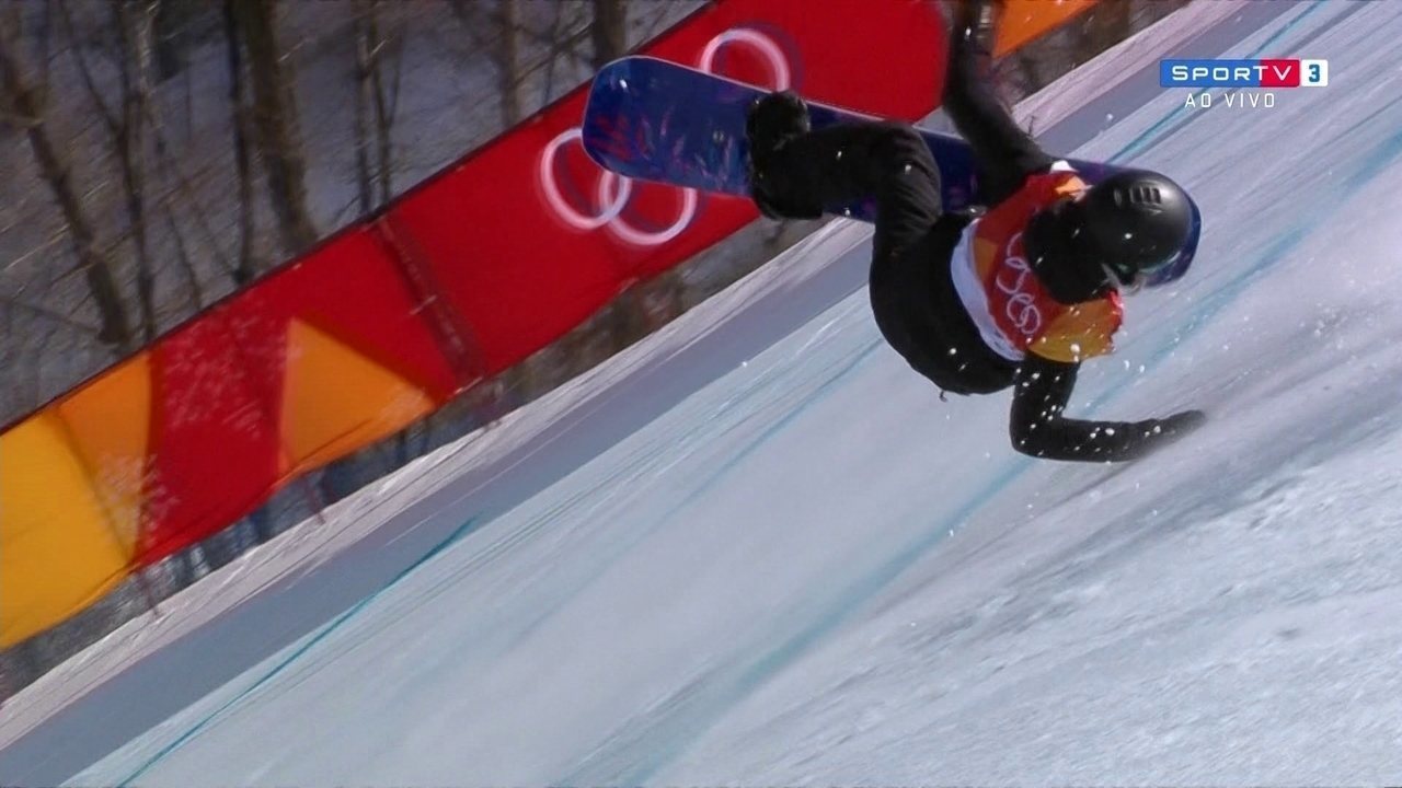 Dia de competições de snowboard feminino tem quedas feias