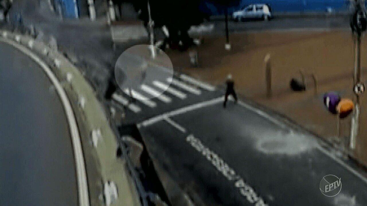 Imagens mostram carro despencando de viaduto no Centro de Campinas