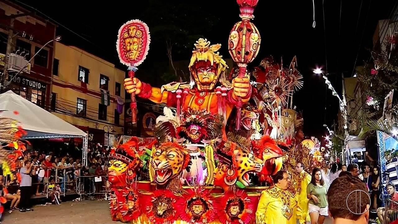 Veja como foi o desfile das escolas de samba em Nova Friburgo, no RJ