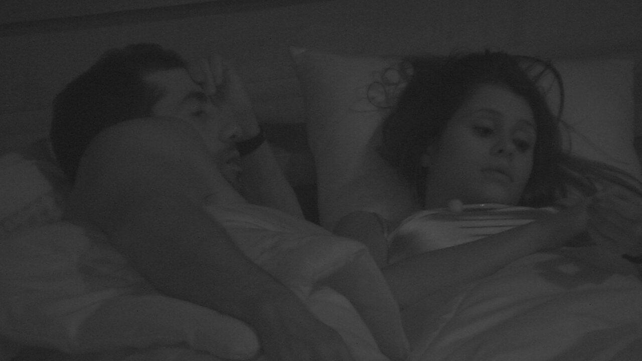 Kaysar questiona Ana Paula sobre relacionamentos