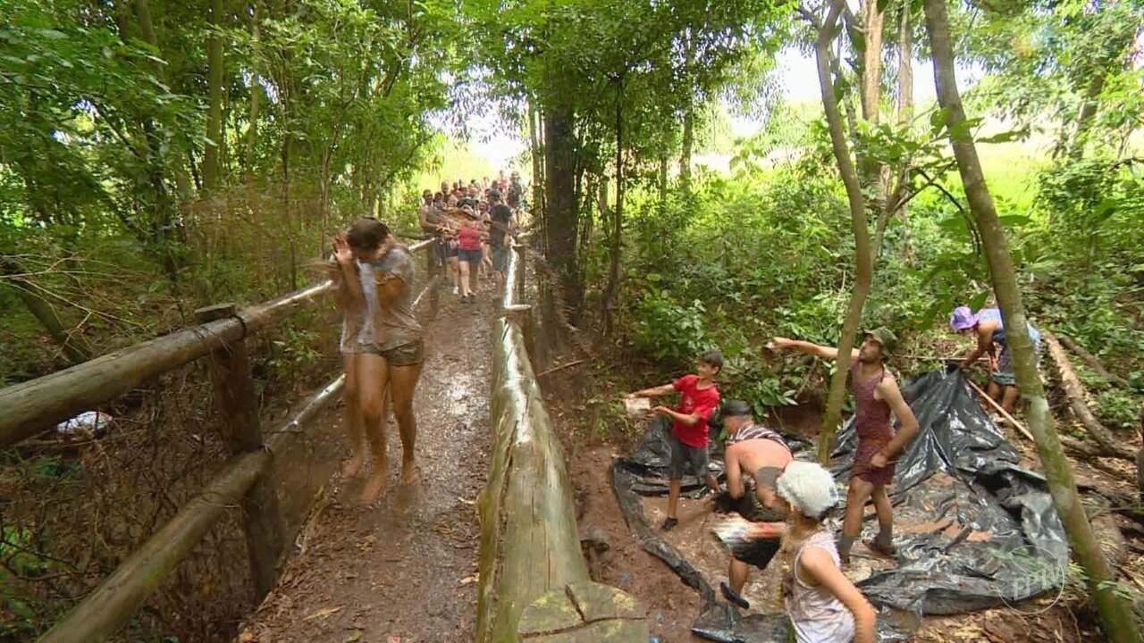 Tradição em Piracicaba: último dia de carnaval tem muita folia e lama!