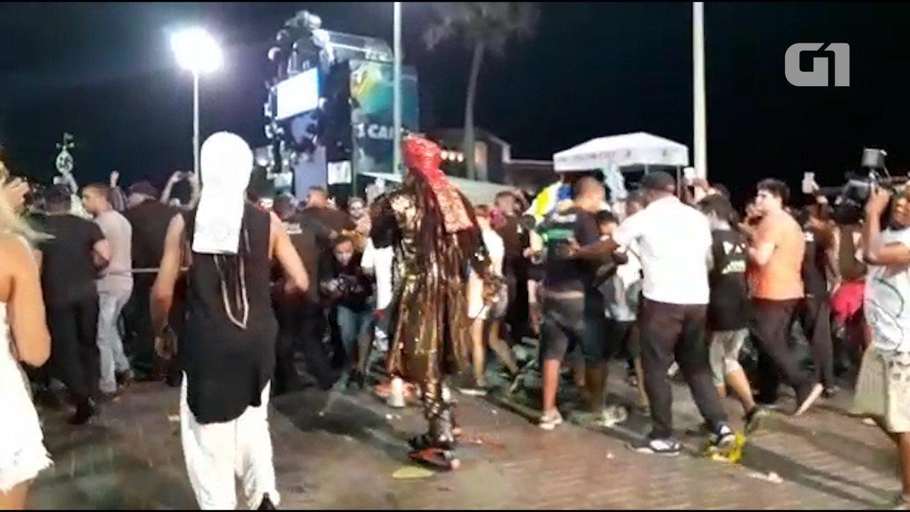 Carlinhos Brown comanda 'arrastão' no circuito Barra-Ondina
