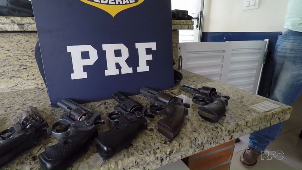 Com a ajuda de cão farejador, polícia apreende armas em Santa Terezinha de Itaipu
