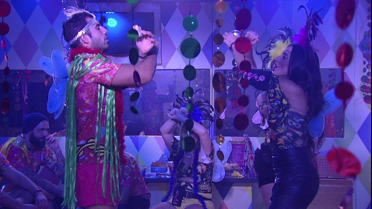Ana Clara ensina Kaysar a cantar a música 'Praieiro'