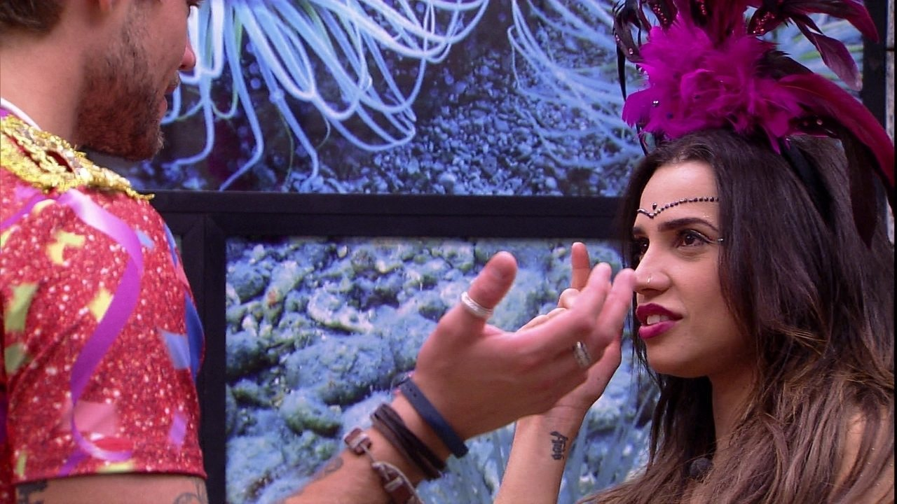Paula e Breno quase dão selinho em Festa Samba