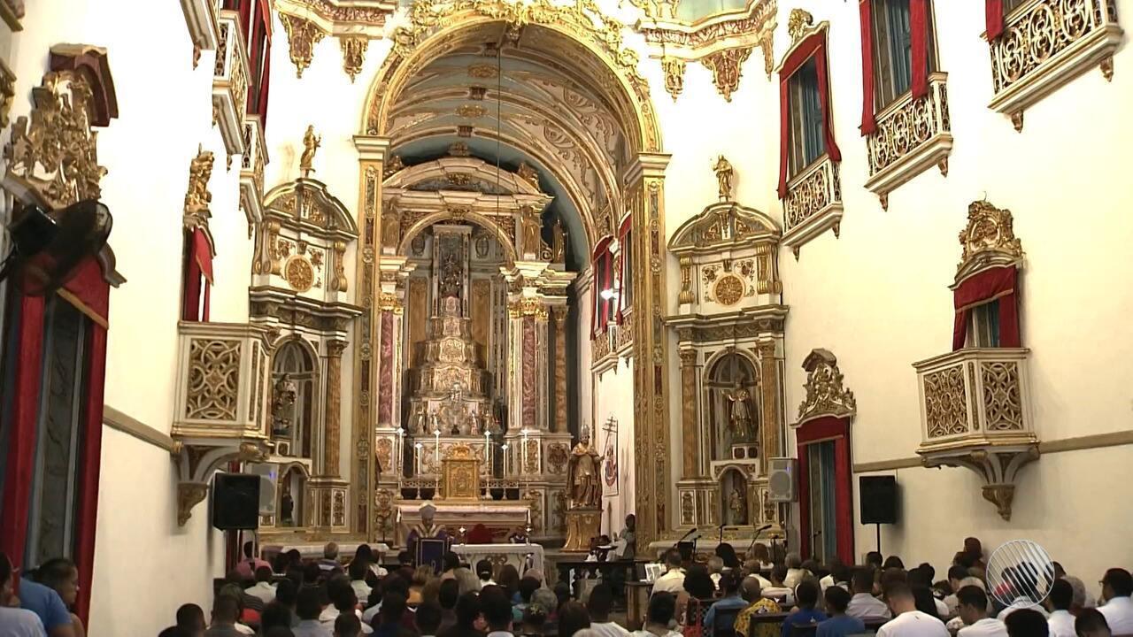 Católicos celebram o início da Quaresma em Salvador