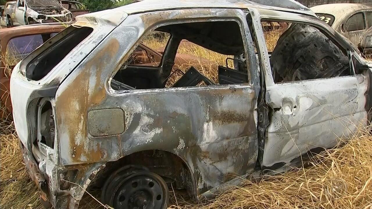 Motorista morre carbonizada após bater carro em poste supostamente energizado
