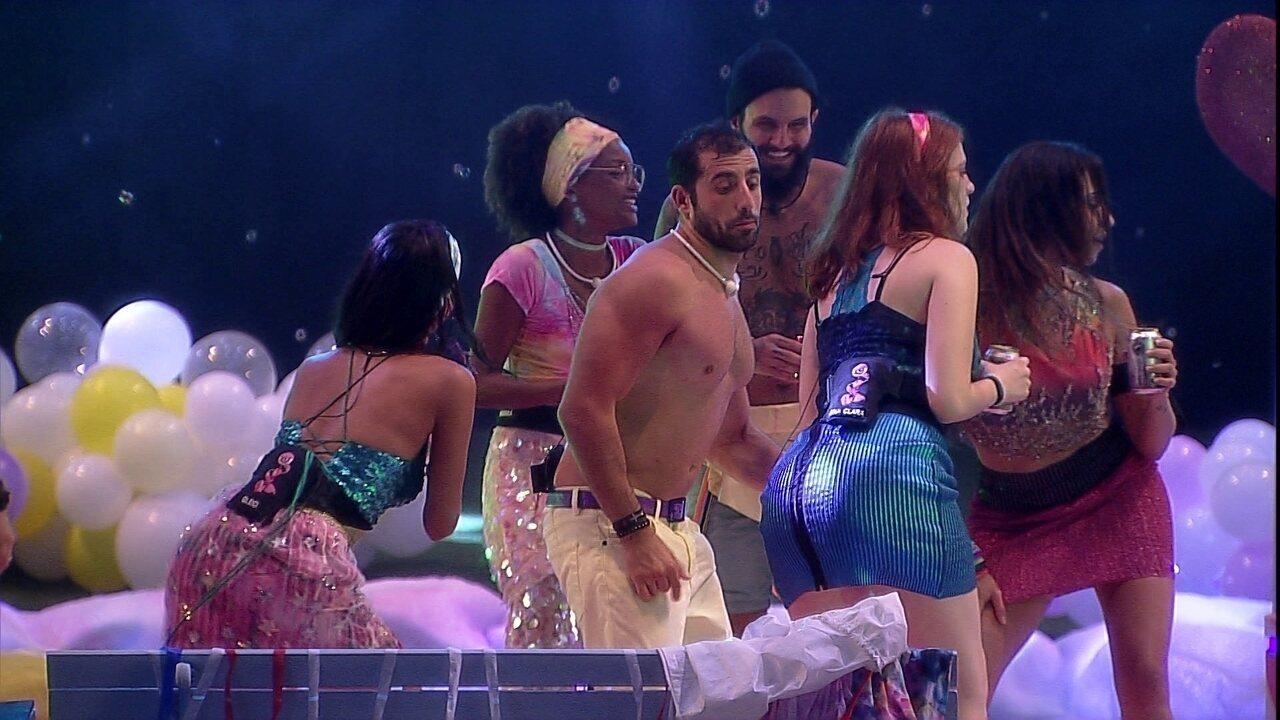 Sisters dançam hit de Anitta e Paula avisa: 'Nós vamos quebrar nesses Rio de Janeiro'