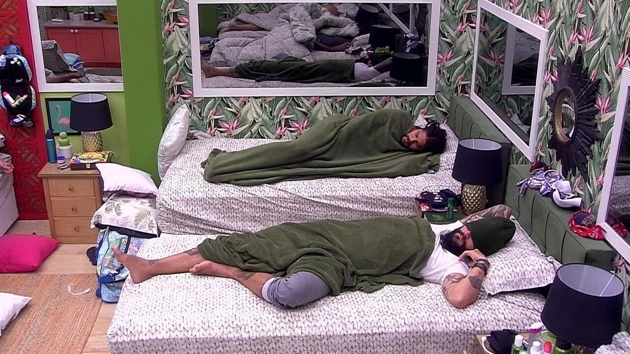 Brothers dormem no Quarto Tropical, menos Viegas