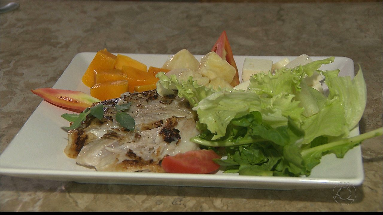 Chef JPB mostra uma receita de peixe ao molho de ervas