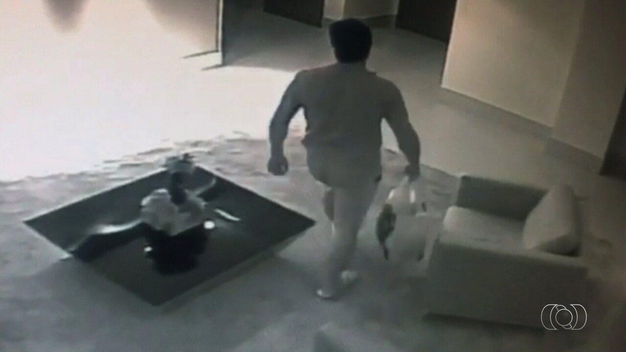 Vídeo mostra mulher e namorado, suspeito de matá-la, horas antes de o corpo ser achado