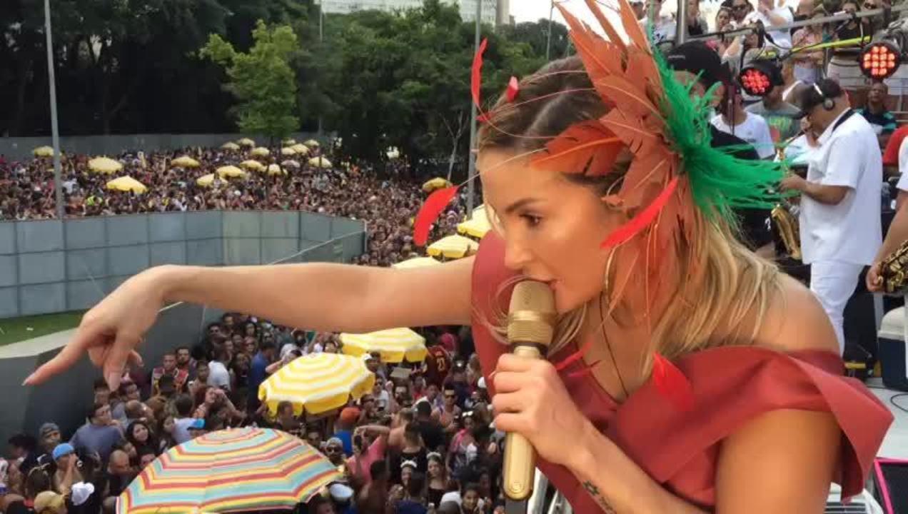 Claudia Leitte pede apoio com queda de tapume na Avenida 23 de Maio em SP