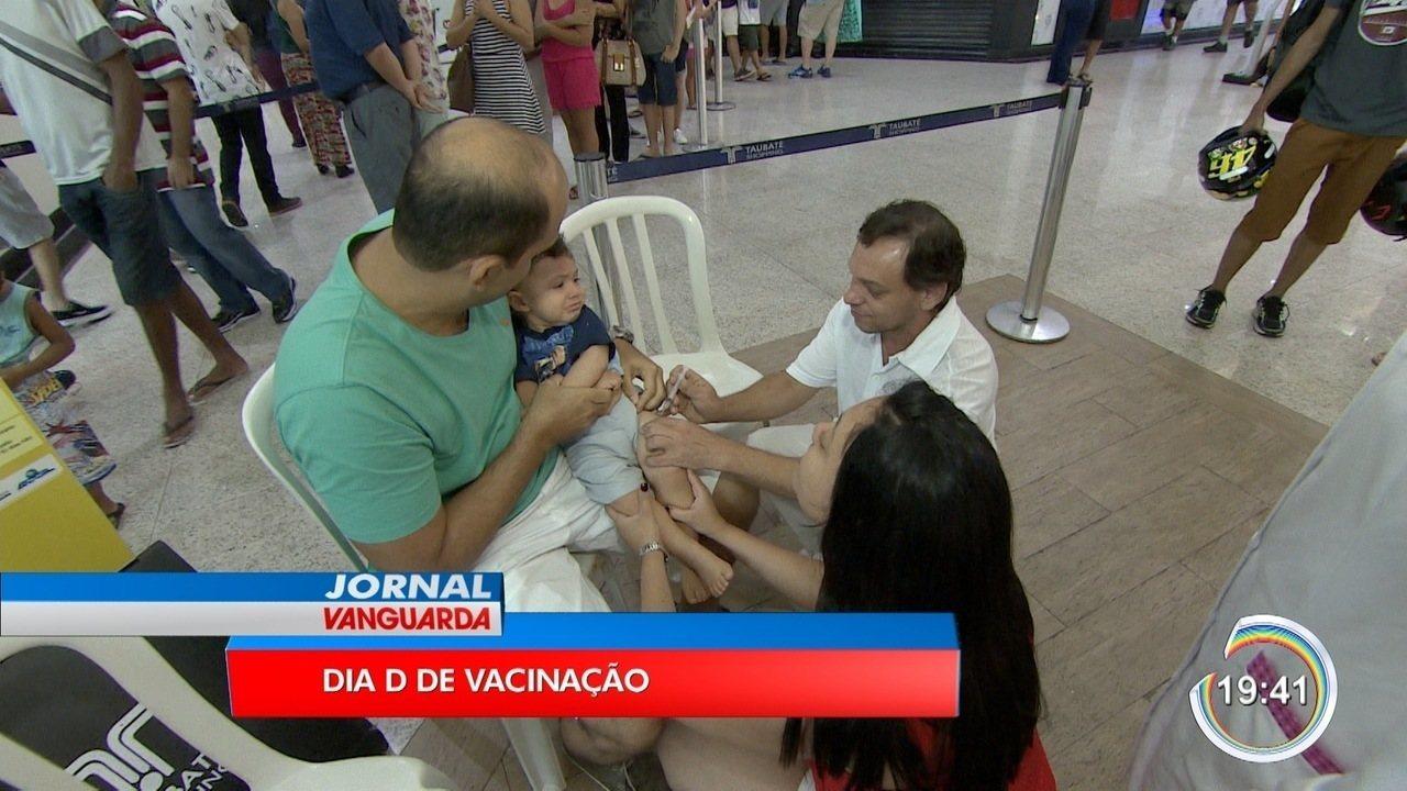 Postos de vacinação ficaram cheios em São José e Taubaté neste sábado