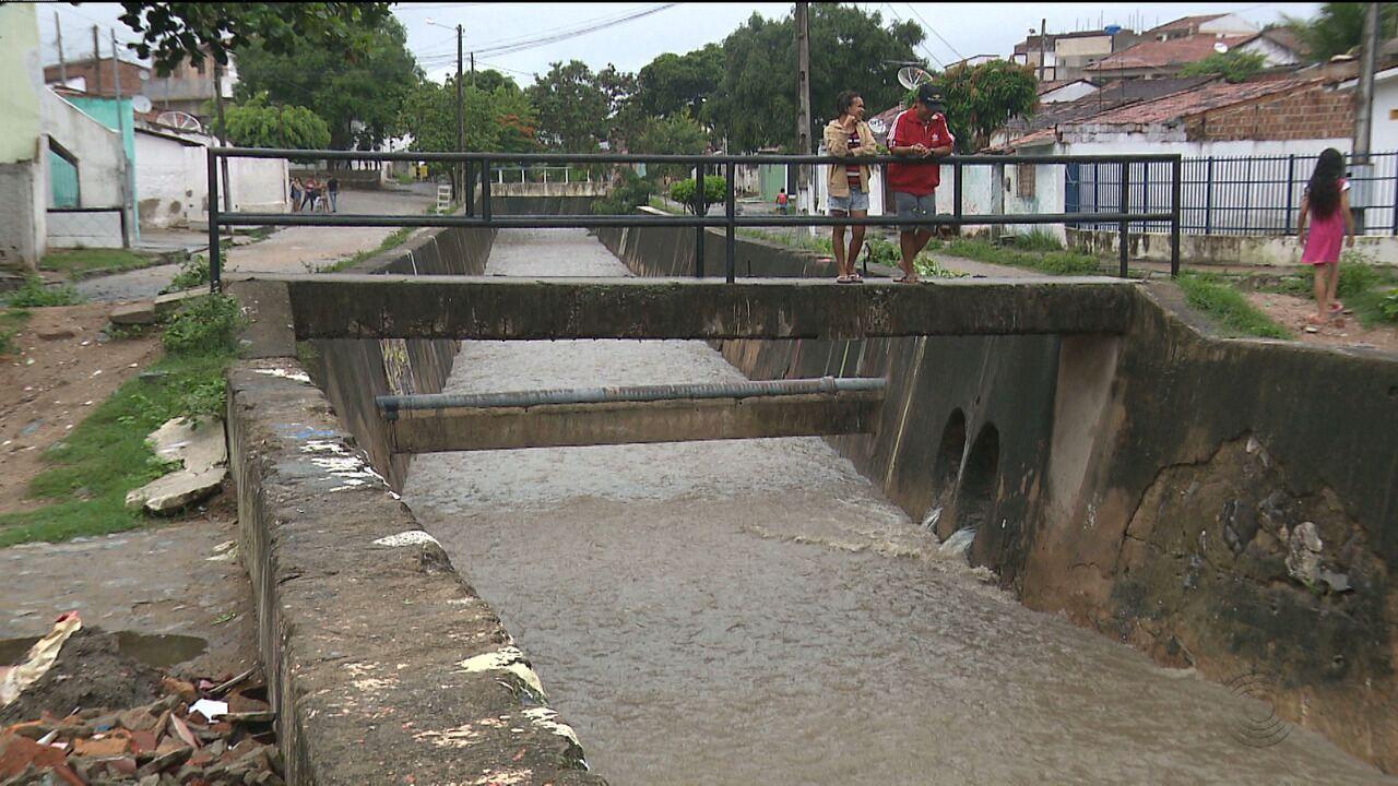 Criança desaparece nas águas de canal que corta parte de Campina Grande