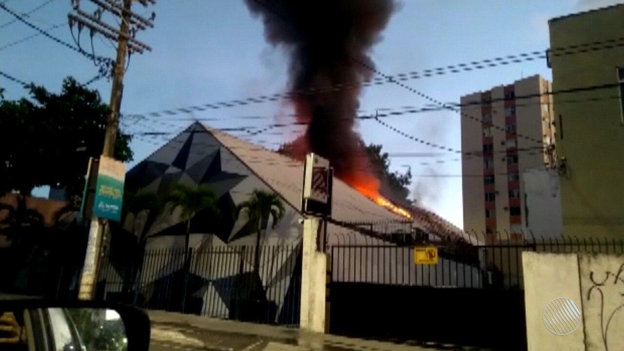 Mais de R$ 200 mil de prejuízo: incêndio atinge boate no Rio Vermelho, em Salvador
