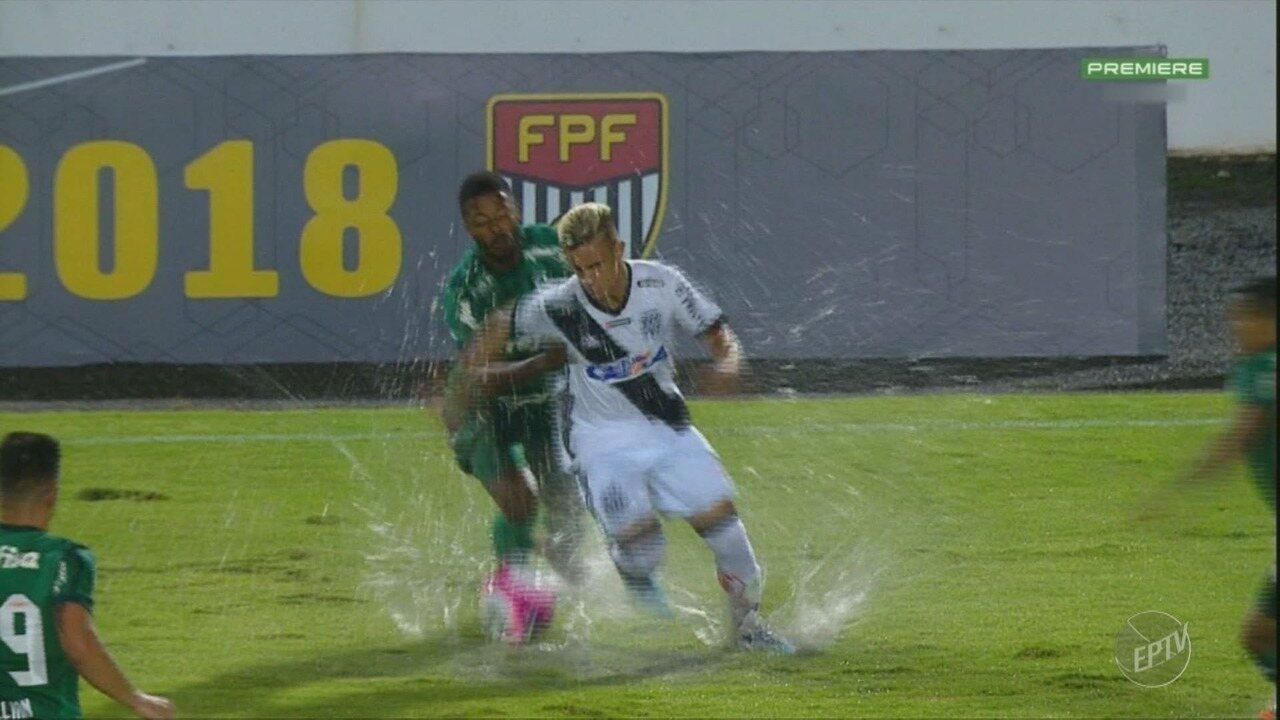 Ponte Preta e Palmeiras empatam sem gols em jogo marcado pelo campo alagado