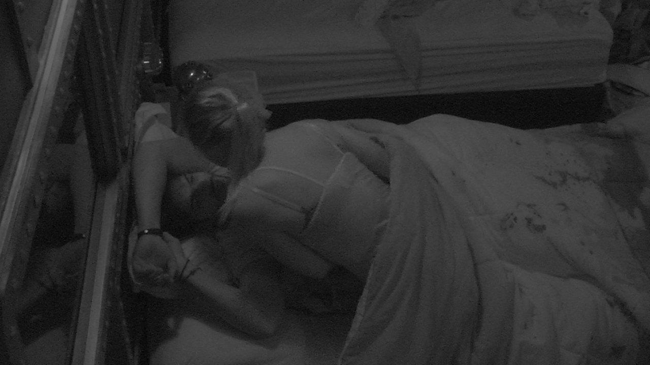 Jéssica quase beija Lucas e fala: 'Estou até tremendo'